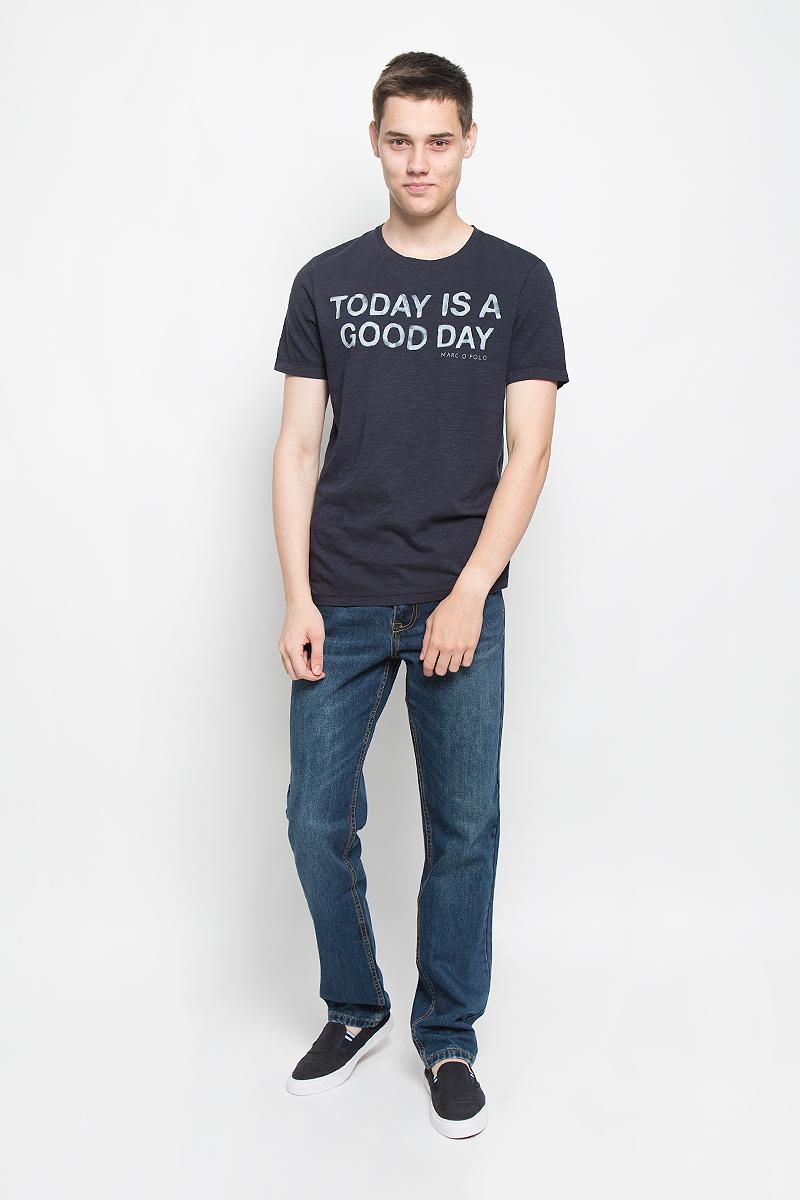 Футболка224651200/898Мужская футболка Marc OPolo поможет создать отличный современный образ в стиле Casual. Модель, изготовленная из натурального хлопка, очень мягкая, тактильно приятная, не сковывает движения и позволяет коже дышать. Футболка с круглым вырезом горловины и короткими рукавами оформлена спереди буквенным принтом. Такая футболка станет стильным дополнением к вашему гардеробу, она подарит вам комфорт в течение всего дня!