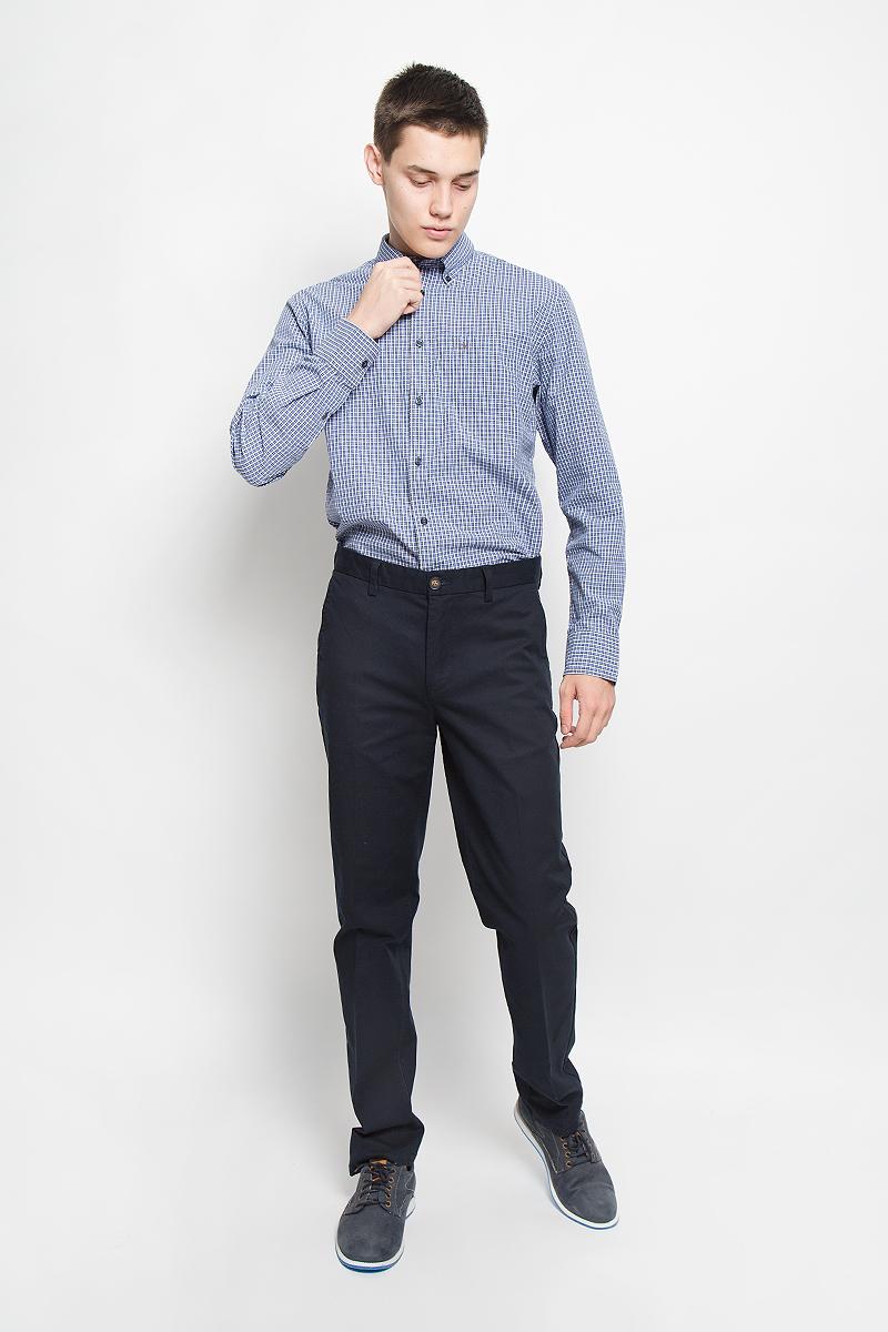 Рубашка144042382/M84Стильная мужская рубашка Marc OPolo, выполненная из натурального хлопка, обладает высокой теплопроводностью, воздухопроницаемостью и гигроскопичностью, позволяет коже дышать, тем самым обеспечивая наибольший комфорт при носке. Модель классического кроя с отложным воротником застегивается на пуговицы по всей длине. Длинные рукава рубашки дополнены манжетами на пуговицах. Рубашка оформлена принтом в клетку. Воротник пристегивается к рубашке с помощью пуговиц. На груди расположен накладной карман. Спинка немного удлинена. Такая рубашка подчеркнет ваш вкус и поможет создать великолепный стильный образ.