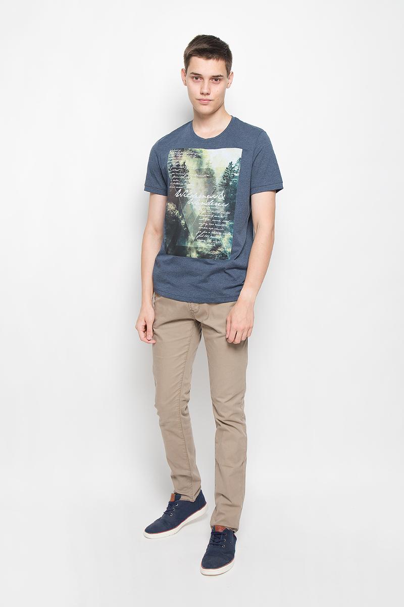 Футболка1035178.00.10_2209Мужская футболка Tom Tailor поможет создать отличный современный образ в стиле Casual. Модель, изготовленная из натурального хлопка, очень мягкая, тактильно приятная, не сковывает движения и позволяет коже дышать. Футболка с круглым вырезом горловины и короткими рукавами спереди оформлена оригинальным принтом. Такая футболка станет стильным дополнением к вашему гардеробу, она подарит вам комфорт в течение всего дня!