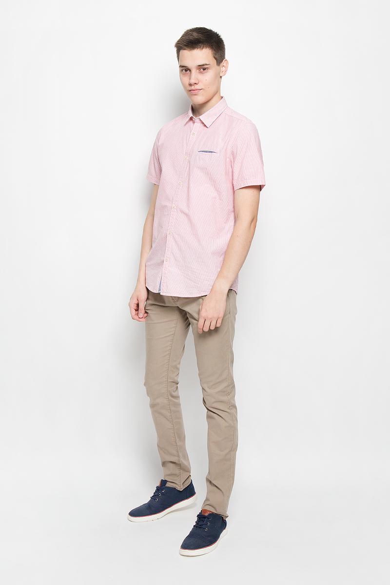 Рубашка2031870.00.10_4502Стильная мужская рубашка Tom Tailor, выполненная из натурального хлопка, обладает высокой теплопроводностью, воздухопроницаемостью и гигроскопичностью, позволяет коже дышать, тем самым обеспечивая наибольший комфорт при носке. Модель классического кроя с отложным воротником и короткими рукавами застегивается на пуговицы по всей длине. Рубашка оформлена принтом в полоску. На груди модель дополнена прорезным карманом. Такая рубашка подчеркнет ваш вкус и поможет создать великолепный стильный образ.