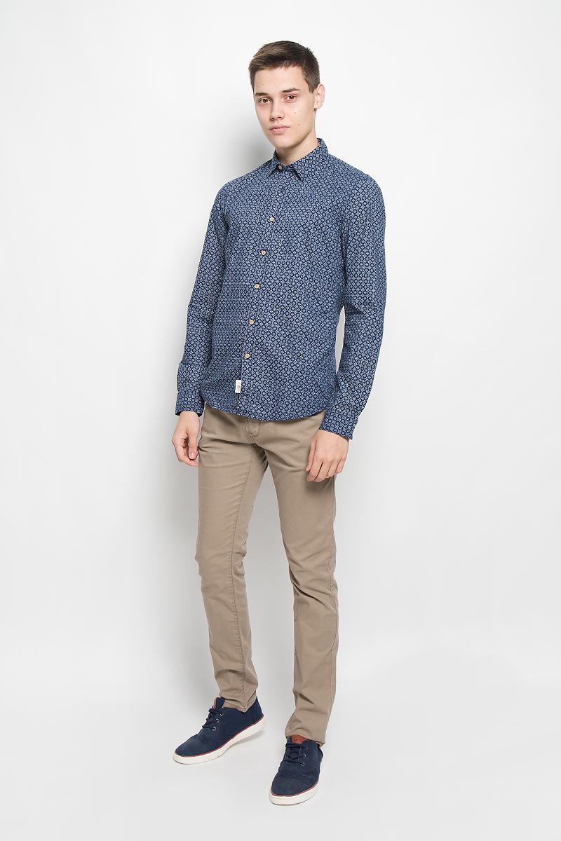 Рубашка2032328.00.12_6758Стильная мужская рубашка Tom Tailor Denim, выполненная из натурального хлопка, обладает высокой теплопроводностью, воздухопроницаемостью и гигроскопичностью, позволяет коже дышать, тем самым обеспечивая наибольший комфорт при носке. Модель приталенного кроя с отложным воротником застегивается на пуговицы по всей длине. Длинные рукава рубашки дополнены манжетами на пуговицах. Рубашка оформлена оригинальным принтом. Такая рубашка подчеркнет ваш вкус и поможет создать великолепный стильный образ.