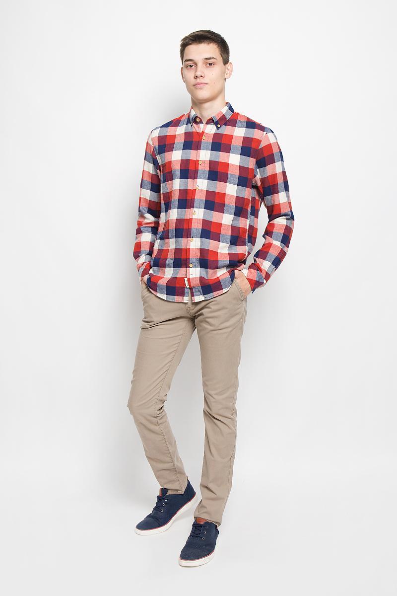 Рубашка2032323.00.12_4681Стильная мужская рубашка Tom Tailor Denim, выполненная из натурального хлопка, обладает высокой теплопроводностью, воздухопроницаемостью и гигроскопичностью, позволяет коже дышать, тем самым обеспечивая наибольший комфорт при носке. Модель приталенного кроя с отложным воротником застегивается на пуговицы по всей длине. Длинные рукава рубашки дополнены манжетами на пуговицах. Рубашка оформлена принтом в крупную клетку. Края воротника пристегиваются к рубашке с помощью пуговиц. Такая рубашка подчеркнет ваш вкус и поможет создать великолепный стильный образ.