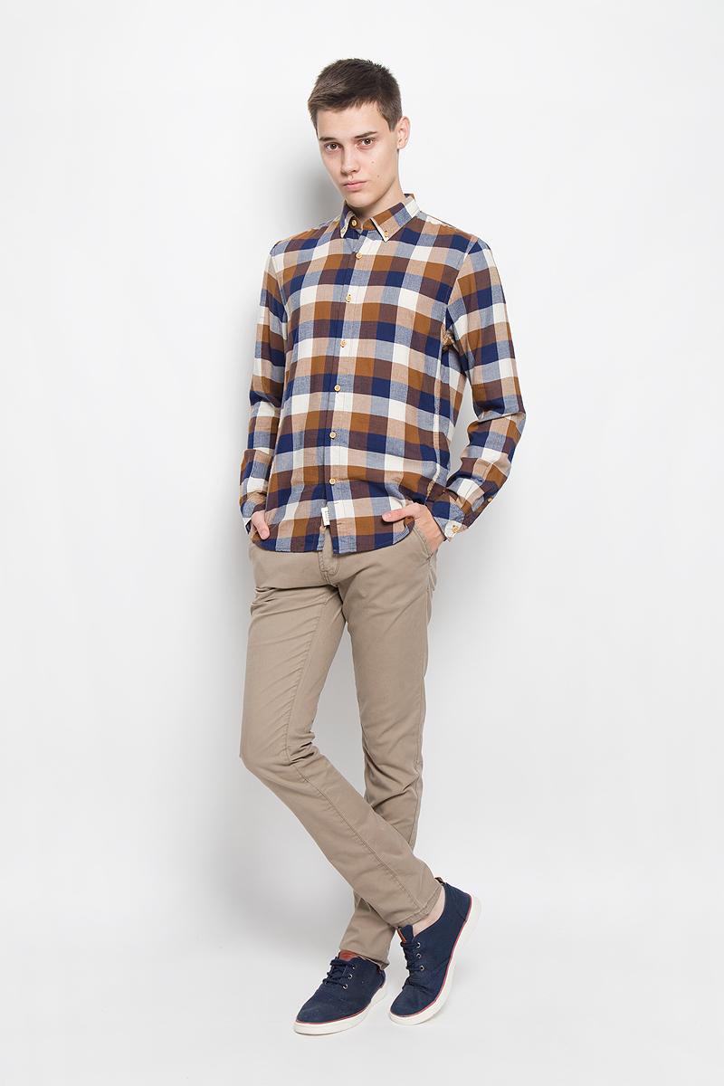 2032323.00.12_4681Стильная мужская рубашка Tom Tailor Denim, выполненная из натурального хлопка, обладает высокой теплопроводностью, воздухопроницаемостью и гигроскопичностью, позволяет коже дышать, тем самым обеспечивая наибольший комфорт при носке. Модель приталенного кроя с отложным воротником застегивается на пуговицы по всей длине. Длинные рукава рубашки дополнены манжетами на пуговицах. Рубашка оформлена принтом в крупную клетку. Края воротника пристегиваются к рубашке с помощью пуговиц. Такая рубашка подчеркнет ваш вкус и поможет создать великолепный стильный образ.