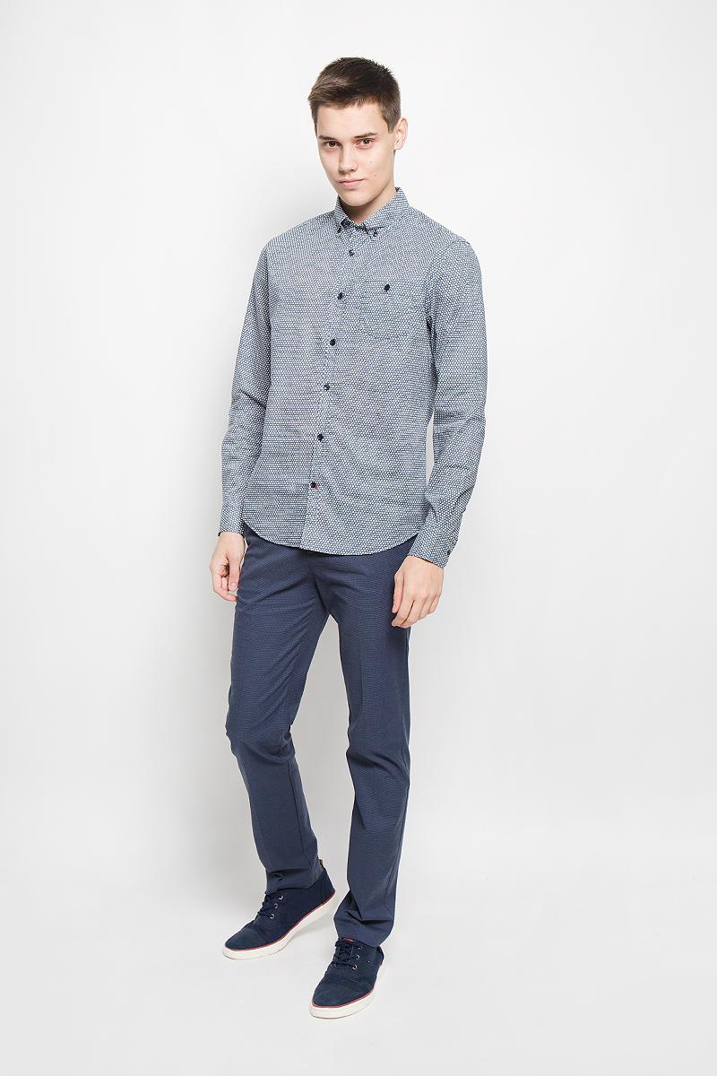 РубашкаB676507_DEEP NAVY PRINTEDМужская рубашка Baon поможет создать отличный современный образ в стиле Casual. Модель, изготовленная из хлопка, очень мягкая, тактильно приятная и не сковывает движения. Рубашка классического кроя с длинными рукавами и отложным воротником застегивается на пуговицы по всей длине и оформлена оригинальным принтом. На манжетах предусмотрены застежки-пуговицы. На груди модель дополнена накладным карманом, закрывающимся на пуговицу. Воротник пристегивается к рубашке с помощью пуговиц. Такая модель будет дарить вам комфорт в течение всего дня и станет стильным дополнением к вашему гардеробу.