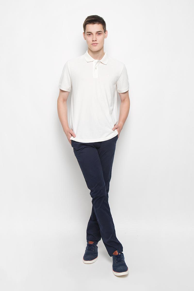 6403342.09.12_6889Стильные мужские брюки Tom Tailor Denim Chino - брюки высочайшего качества на каждый день, которые прекрасно сидят. Модель зауженного кроя и средней посадки изготовлены из высококачественного материала, не сковывают движения. Застегиваются брюки на пуговицу и ширинку на застежке-молнии, имеются шлевки для ремня. Спереди модель оформлена двумя втачными карманами, а сзади - двумя врезными карманами. К брюкам прилагается ремень контрастного цвета. Эти модные и в то же время комфортные брюки послужат отличным дополнением к вашему гардеробу. В них вы всегда будете чувствовать себя уютно.