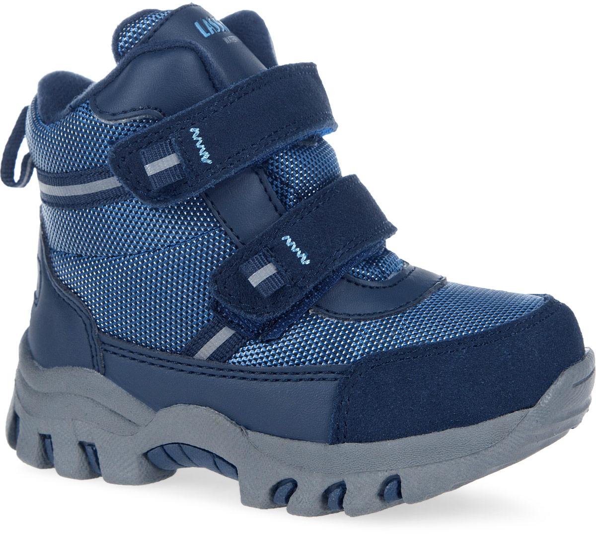 Ботинки детские. 769097769097-3380Теплые ботинки от фирмы Reima - идеальный вариант для долгих прогулок. Модель выполнена из плотного фактурного текстиля и комбинированной искусственной кожи. Ботинки оформлены декоративной нашивкой со светоотражателями и фирменной нашивкой на языке. Носовая задняя части дополнены нашивками для улучшения сохранности обуви. Модель фиксируется на ноге с помощью удобных ремешков с застежками-липучками. Ярлычок на заднике облегчает надевание обуви. Внутренняя поверхность, выполнена теплого текстиля, убережет ножки от холода. Легкая и прочная подошва выполнена из искусственных материалов, а ее рифленая поверхность обеспечит отличное сцепление с любой поверхностью. Теплые и удобные ботинки - незаменимая вещь в гардеробе вашего ребенка.