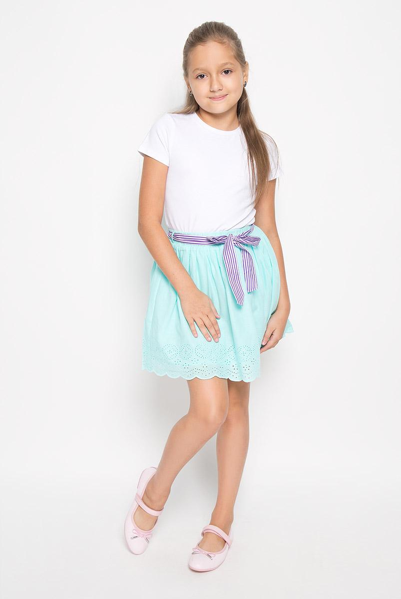 SK-618/125-6113Юбка для девочки Sela подойдет вашей маленькой моднице и станет отличным дополнением к ее гардеробу. Изготовленная из натурального хлопка, она мягкая и приятная на ощупь, не сковывает движения и позволяет коже дышать. Подкладка изделия также выполнена из хлопка. Модель на поясе дополнена широкой резинкой, благодаря чему юбка не сползает и не сдавливает животик ребенка. Также имеются шлевки для ремня, через которые продет контрастный пояс. От линии талии заложены складочки, придающие изделию пышность. По низу модель оформлена декоративной перфорацией. В такой юбочке ваша маленькая принцесса будет чувствовать себя комфортно, уютно и всегда будет в центре внимания!
