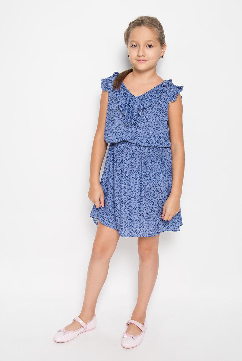 Платье для девочки. KS16-71012JKS16-71012JЛегкое и красивое платье для девочки Finn Flare Kids станет отличным дополнением к гардеробу маленькой модницы. Изготовленное из высококачественной вискозы, оно мягкое и приятное на ощупь, не сковывает движения и хорошо пропускает воздух. Платье с V-образным вырезом горловины дополнено стильным струящимся кантиком. На модели завязывается пояс, а на талии платье удерживается с помощью вшитой резинки. Изделие оформлено ярким цветочным принтом. В таком платье маленькая принцесса всегда будет в центре внимания!