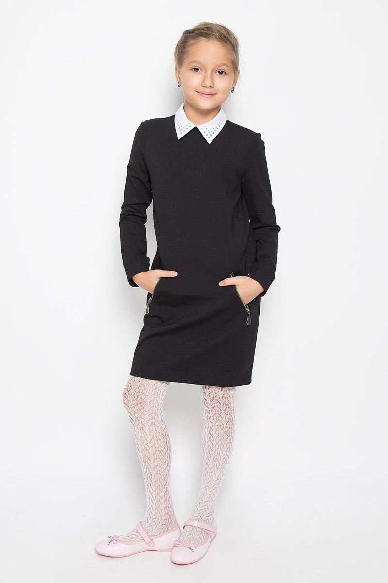 Платье21502GSC5005Очаровательное платье для девочки Gulliver идеально подойдет вашей малышке. Платье выполнено из эластичной вискозы с добавлением нейлона, оно необычайно мягкое, не сковывает движения малышки, великолепно отводит влагу от тела и не раздражает даже самую нежную и чувствительную кожу ребенка, обеспечивая наибольший комфорт. Платье-миди с длинными рукавами и отложным воротником застегивается на застежку-молнию и пуговицу на спинке. Спереди расположены два втачных кармана на застежках-молниях. Рукава дополнены контрастными манжетами на пуговицах. Украшенный стразами воротник пришит ручными стежками и при необходимости легко отпарывается и заменяется. Оригинальный современный дизайн и модная расцветка делают это платье практичным и стильным предметом школьного гардероба. В нем ваша малышка будет чувствовать себя уютно и комфортно и всегда будет в центре внимания!