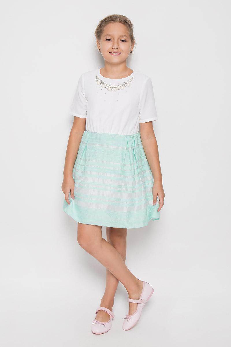 ПлатьеND6504-1Очаровательное платье для девочки Nota Bene идеально подойдет вашей малышке. Платье выполнено из полиэстера и имеет подкладку из хлопка, оно не сковывает движения малышки, великолепно отводит влагу от тела и не раздражает даже самую нежную и чувствительную кожу ребенка, обеспечивая наибольший комфорт. Платье-миди с короткими рукавами и круглым вырезом горловины застегивается на скрытую застежку-молнию на спинке. Изделие оформлено стразами и украшено несъемным ожерельем с крупными блестящими вставками. Платье дополнено подъюбником из сетчатого материала, обеспечивающего пышность юбки. Оригинальный современный дизайн и модная расцветка делают это платье стильным предметом детского гардероба. В нем ваша малышка будет чувствовать себя уютно и комфортно и всегда будет в центре внимания!