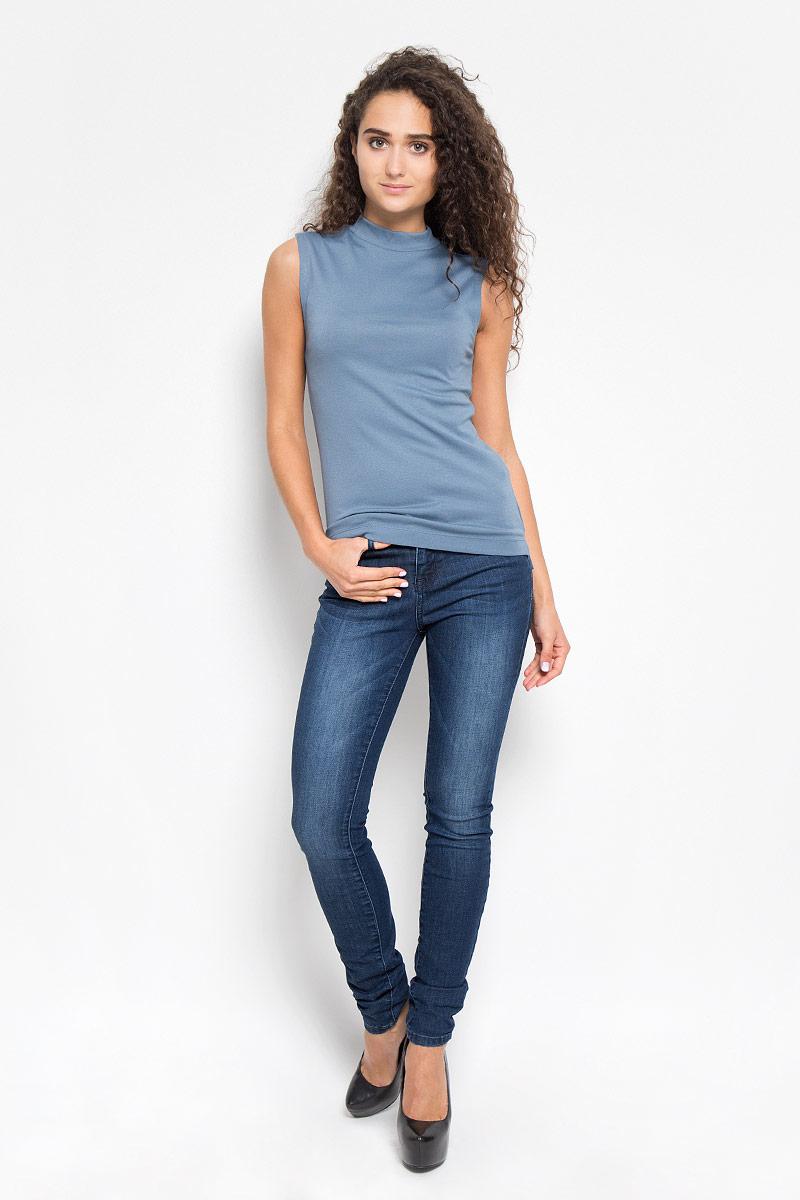 Футболка женская. 1035352.00.751035352.00.75_6714Стильная женская футболка Tom Tailor, выполненная из вискозы с добавлением полиэстера, обладает высокой теплопроводностью, воздухопроницаемостью и гигроскопичностью, позволяет коже дышать. Модель без рукавов, оформлена в однотонной гамме. По спинке изделие немного удлинено, по низу дополнено небольшими разрезами. Такая футболка станет стильным дополнением к вашему гардеробу, она подарит вам комфорт в течение всего д