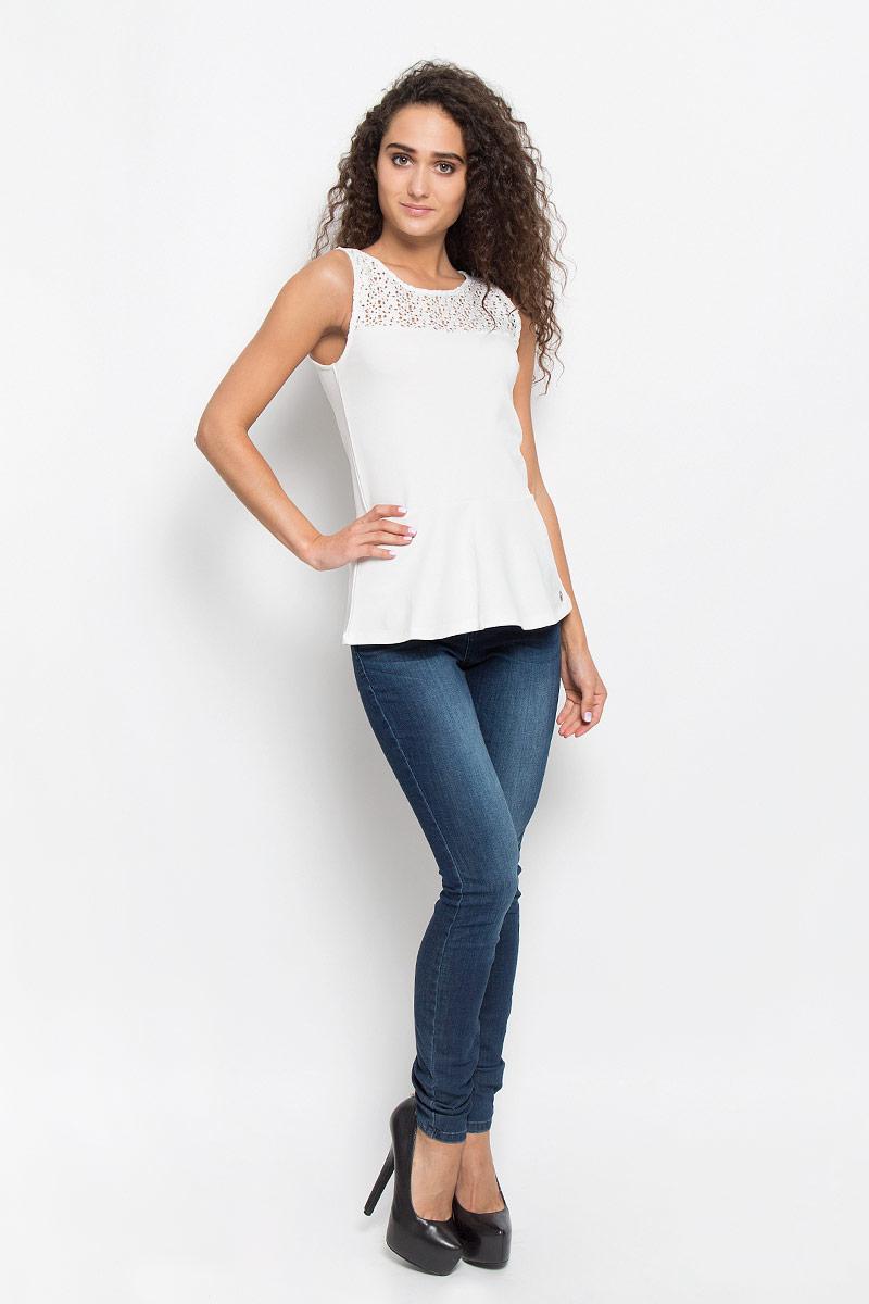 Блузка 0/0 женская. 1035527.00.711035527.00.71_6901Очаровательная женская блузка Tom Tailor Denim, выполненная из хлопка, подчеркнет ваш уникальный стиль и поможет создать оригинальный женственный образ. Модная блузка дополнена баской. Верх модели оформлен кружевным гипюром. Такая блузка будет дарить вам комфорт в течение всего дня и послужит замечательным дополнением к вашему гардеробу.