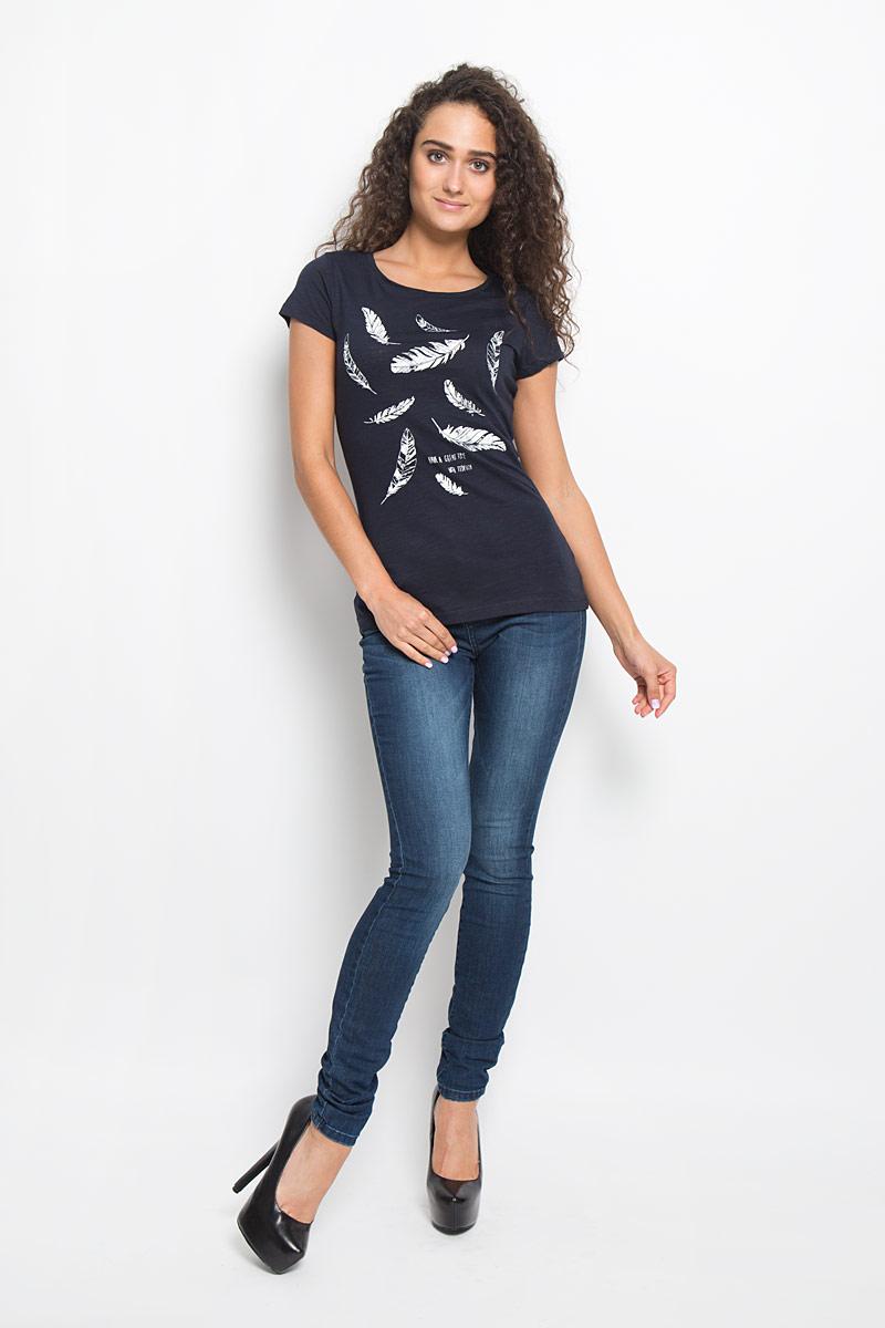 1035262.09.71_6901Стильная женская футболка Tom Tailor Denim, выполненная из 100% хлопка, поможет создать отличный современный образ в стиле Casual. Модель с круглым вырезом горловины и короткими рукавами оформлена спереди оригинальным принтом. Такая футболка станет стильным дополнением к вашему гардеробу, она подарит вам комфорт в течение всего дня!