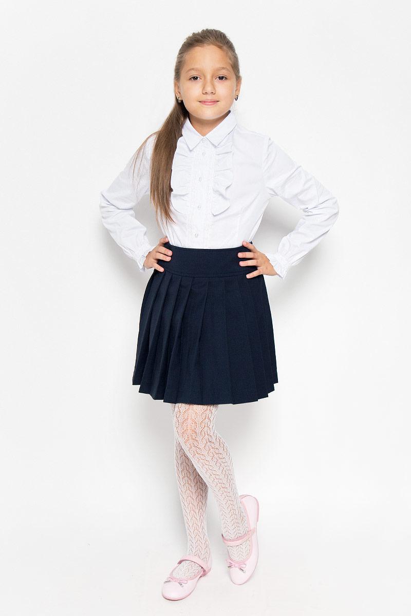 21502GSC6104Изящная юбка для девочки Gulliver идеально подойдет для школы и повседневной носки. Изготовленная из высококачественного материала, она необычайно мягкая и приятная на ощупь, не сковывает движения малышки и позволяет коже дышать, не раздражает даже самую нежную и чувствительную кожу ребенка, обеспечивая ему наибольший комфорт. Модель со складками и широким поясом застегивается на потайную молнию-застежку сбоку на талии. Размер модели в поясе регулируется вшитой резинкой. Такая юбка - незаменимая вещь для школьной формы, отлично сочетается с блузками и пиджаками.