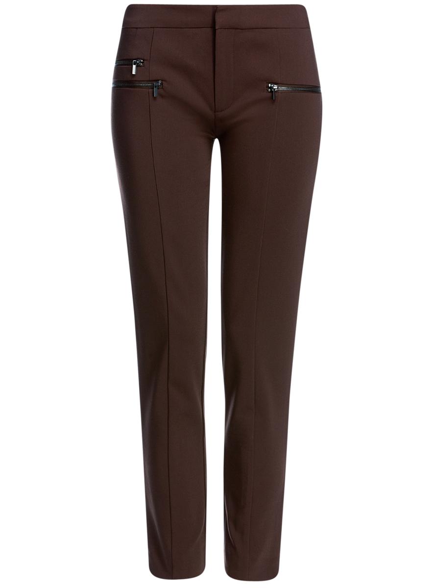 11706194/35589/3900NСтильные, немного укороченные женские брюки oodji Ultra выполнены из качественного комбинированного материала. Модель со средней посадкой застегивается на молнию, пуговицу и застежку-крючок в поясе. Спереди брюки оформлены тремя металлическими молниями с имитацией прорезных карманов. Низ брючин дополнен небольшими разрезами.