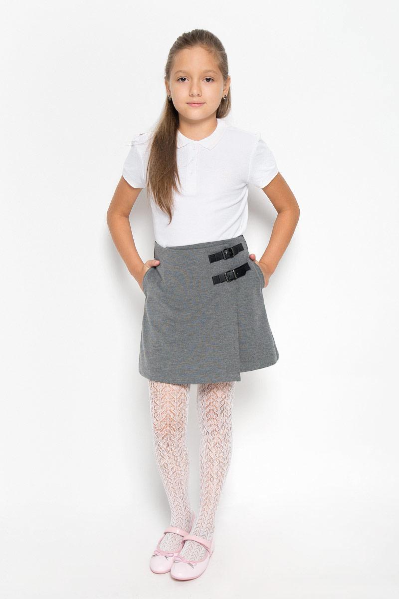 Юбка21502GSC5503Стильная юбка для девочки Gulliver идеально подойдет для школы и повседневной носки. Изготовленная из высококачественного материала, она необычайно мягкая и приятная на ощупь, не сковывает движения и позволяет коже дышать, не раздражает даже самую нежную и чувствительную кожу ребенка, обеспечивая наибольший комфорт. Модель юбки с запахом, который застегивается на потайную пуговицу и на два декоративных ремешка. Изделие по бокам дополнено двумя втачными карманами. Размер модели в поясе регулируется вшитой резинкой. Такая юбка - незаменимая вещь для школьной формы, отлично сочетается с блузками и пиджаками.