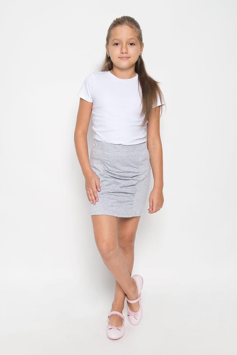 Юбка264019Эффектная юбка для девочки Nota Bene идеально подойдет вашей моднице и станет отличным дополнением к ее гардеробу. Изготовленная из эластичного хлопка, она мягкая и приятная на ощупь, не сковывает движения и позволяет коже дышать, не раздражает нежную кожу ребенка, обеспечивая наибольший комфорт. Модель на поясе имеет широкую эластичную резинку, благодаря чему юбка не сползает и не сдавливает животик ребенка. Юбка-мини украшена вставкой с драпировкой спереди. В такой модной юбке ваша принцесса будет чувствовать себя комфортно, уютно и всегда будет в центре внимания!