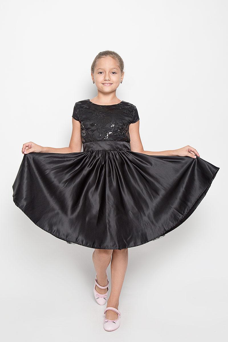 Платье для девочки. 454001454001Очаровательное платье для девочки Scool идеально подойдет вашей дочурке. Изготовленное из 100% полиэстера на хлопковой подкладке, оно необычайно мягкое и приятное на ощупь, не сковывает движения и позволяет коже дышать, не раздражает даже самую нежную и чувствительную кожу ребенка, обеспечивая ему наибольший комфорт. Платье с короткими рукавами-крылышками и круглым вырезом горловины на спинке застегивается на потайную застежку-молнию. От линии талии заложены складочки, придающие изделию пышность. Юбка дополнена подъюбником с двойным слоем микросетки понизу, что придает изделию воздушность. Верхняя часть платья дополнена вставкой из микросетки и украшена пайетками, и вышивкой. Это модное платье послужит отличным дополнением к гардеробу вашей юной модницы. В нем она будет чувствовать себя уютно и комфортно, и всегда будет в центре внимания!