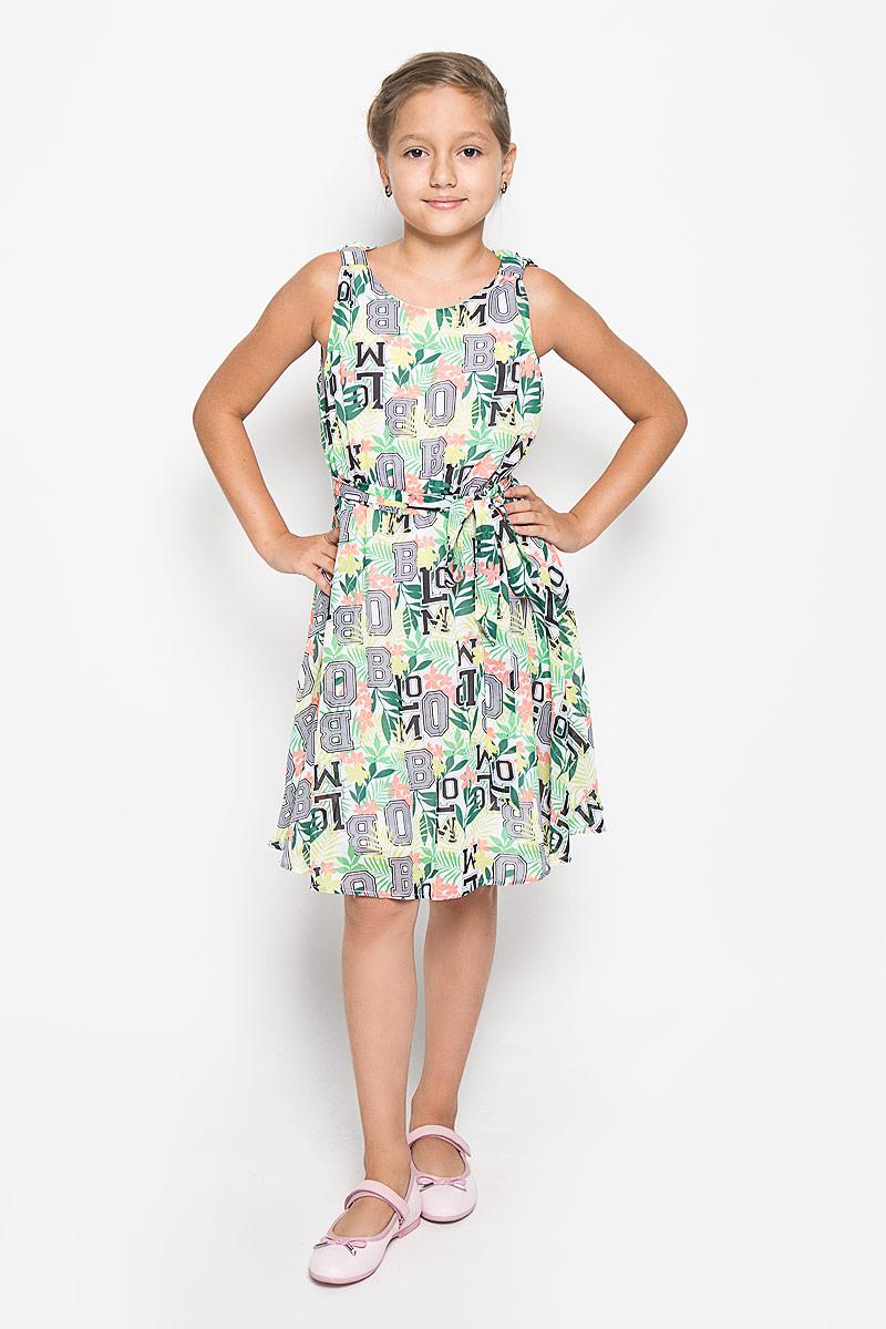 Платье116BBGB2504Очаровательное платье для девочки Button Blue идеально подойдет вашей малышке. Верх платья изготовлен из полиэстера, что обеспечивает прочность и износостойкость, а благодаря подкладке из 100% хлопка, оно необычайно мягкое и приятное на ощупь, не сковывает движения малышки и позволяет коже дышать, не раздражает даже самую нежную и чувствительную кожу ребенка, обеспечивая наибольший комфорт. Приталенное платье без рукавов дополнено съемным поясом и оформлено оригинальным красочным цветочным принтом. Благодаря эластичной резинкой на поясе, платье идеально подходит для активных игр. Платье застегивается на пуговицу на спинке. Оригинальный современный дизайн и модная расцветка делают это платье модным и стильным предметом детского гардероба. В нем ваша малышка будет чувствовать себя уютно и комфортно и всегда будет в центре внимания!