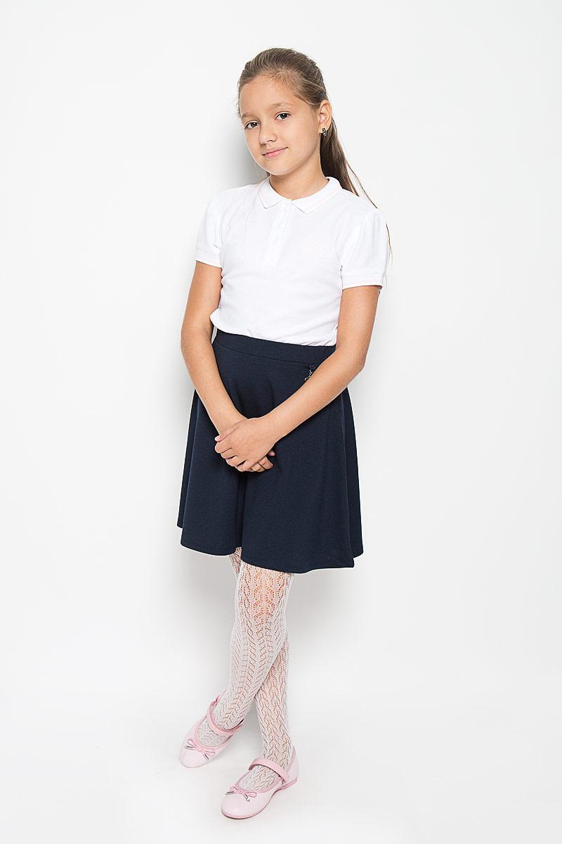 Поло215BBGS1402Стильная футболка-поло для девочки Button Blue идеально подойдет для школы и подарит свободу движений, не нарушив школьного дресс-кода. Изготовленная из натурального хлопка, она необычайно мягкая, легкая и приятная на ощупь, не сковывает движения и позволяет коже дышать, не раздражает даже самую нежную и чувствительную кожу ребенка, обеспечивая ему наибольший комфорт. Футболка с короткими рукавами и отложным воротником застегивается на три пуговицы. Низ рукавов и воротник связаны трикотажной резинкой. Модель оформлена вышитым логотипом бренда. Такая футболка - незаменимая вещь для школьной формы, отлично сочетается с юбками, брюками и сарафанами. Эта модель всегда выглядит великолепно!