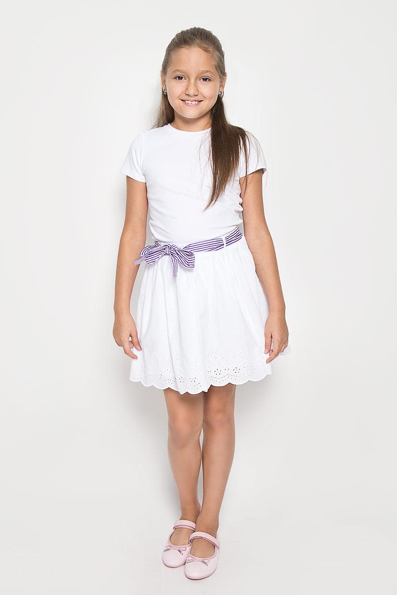 Юбка для девочки. SK-618/125-6113SK-618/125-6113Юбка для девочки Sela подойдет вашей маленькой моднице и станет отличным дополнением к ее гардеробу. Изготовленная из натурального хлопка, она мягкая и приятная на ощупь, не сковывает движения и позволяет коже дышать. Подкладка изделия также выполнена из хлопка. Модель на поясе дополнена широкой резинкой, благодаря чему юбка не сползает и не сдавливает животик ребенка. Также имеются шлевки для ремня, через которые продет контрастный пояс. От линии талии заложены складочки, придающие изделию пышность. По низу модель оформлена декоративной перфорацией. В такой юбочке ваша маленькая принцесса будет чувствовать себя комфортно, уютно и всегда будет в центре внимания!