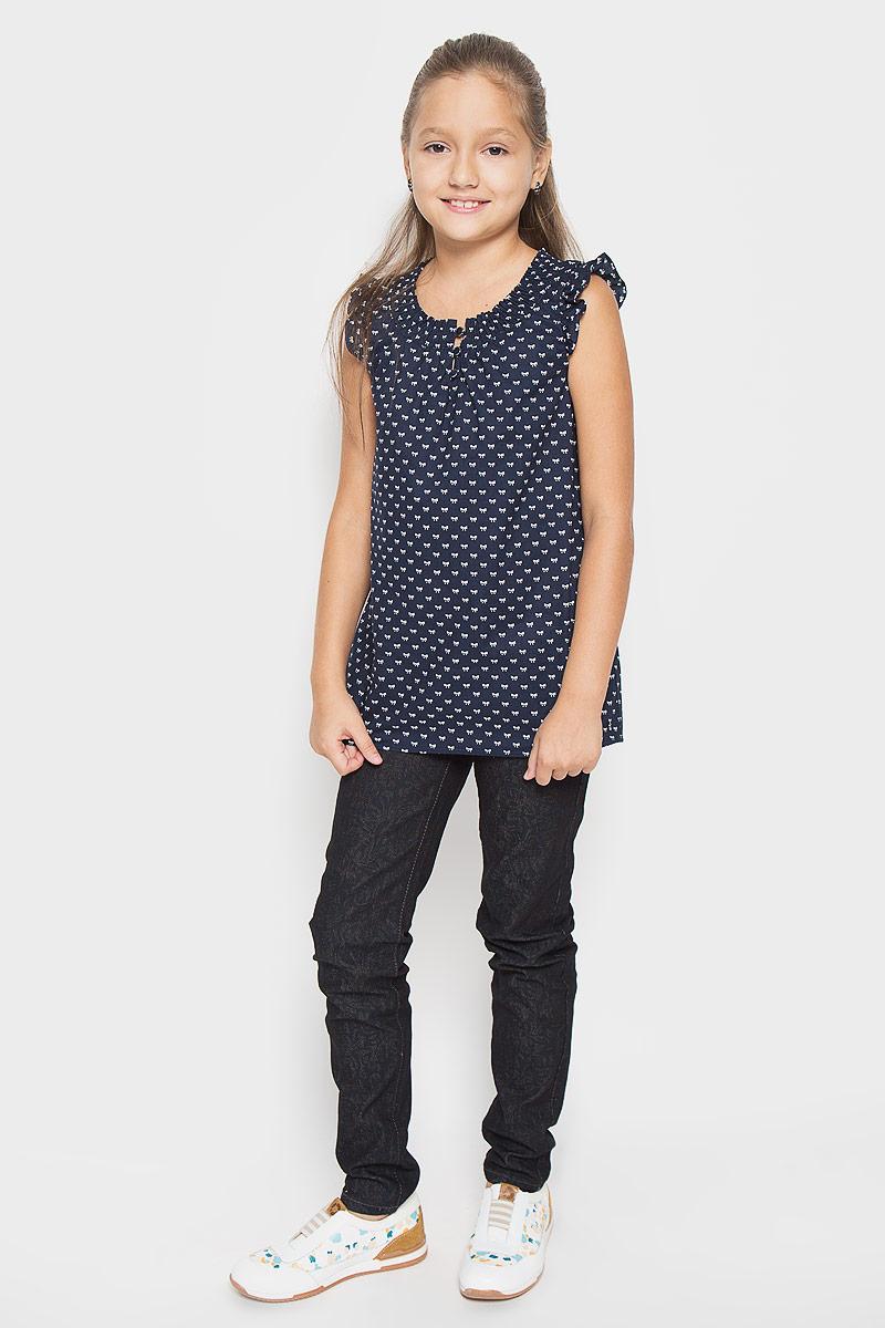 Блузка для девочки. KS16-71053JKS16-71053JСтильная блузка для девочки Finn Flare Kids, выполненная из мягкого эластичного хлопка, станет отличным дополнением к детскому гардеробу. Благодаря составу, изделие тактильно приятное, не сковывает движений, позволяет коже дышать. Блузка с круглым, сжатым резинкой воротником застегивается на 3 пуговицу спереди. Модель оформлена интересным принтом в виде бантиков. Блузка отлично сочетается с юбками и брюками. В ней вашей принцессе всегда будет уютно и комфортно!