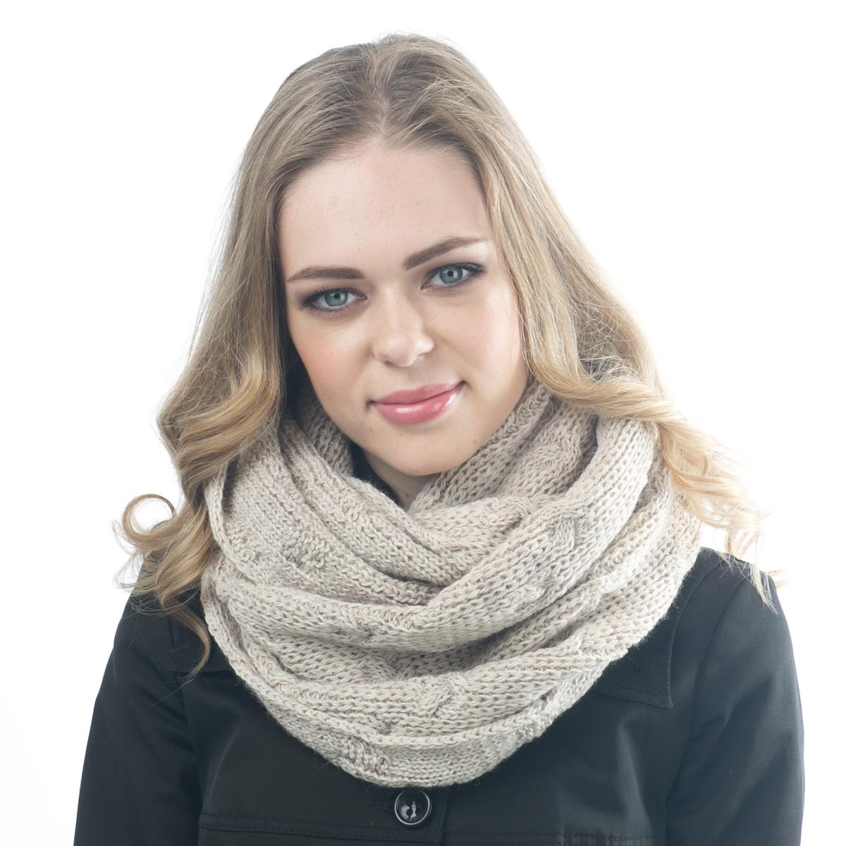 Снуд-хомут женский. 03FJ03FJШарф-снуд - самый модный аксессуар этого сезона. Практичный, функциональный, cвязанный из овечьей шерсти и шерсти горной альпаки, носится мягкой восьмеркой, элегантно небрежным кольцом или накидкой на голову.