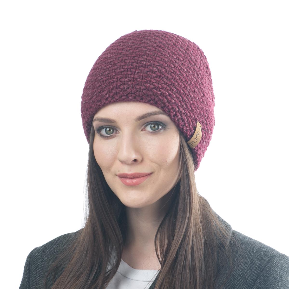 Шапка женская. 05FJ05FJТеплая двойная шапка, связанная из овечьей шерсти и шерсти горной альпаки. Украшена нашивкой из натуральной кожи. Поднимет настроение и отлично согреет в холодную погоду.