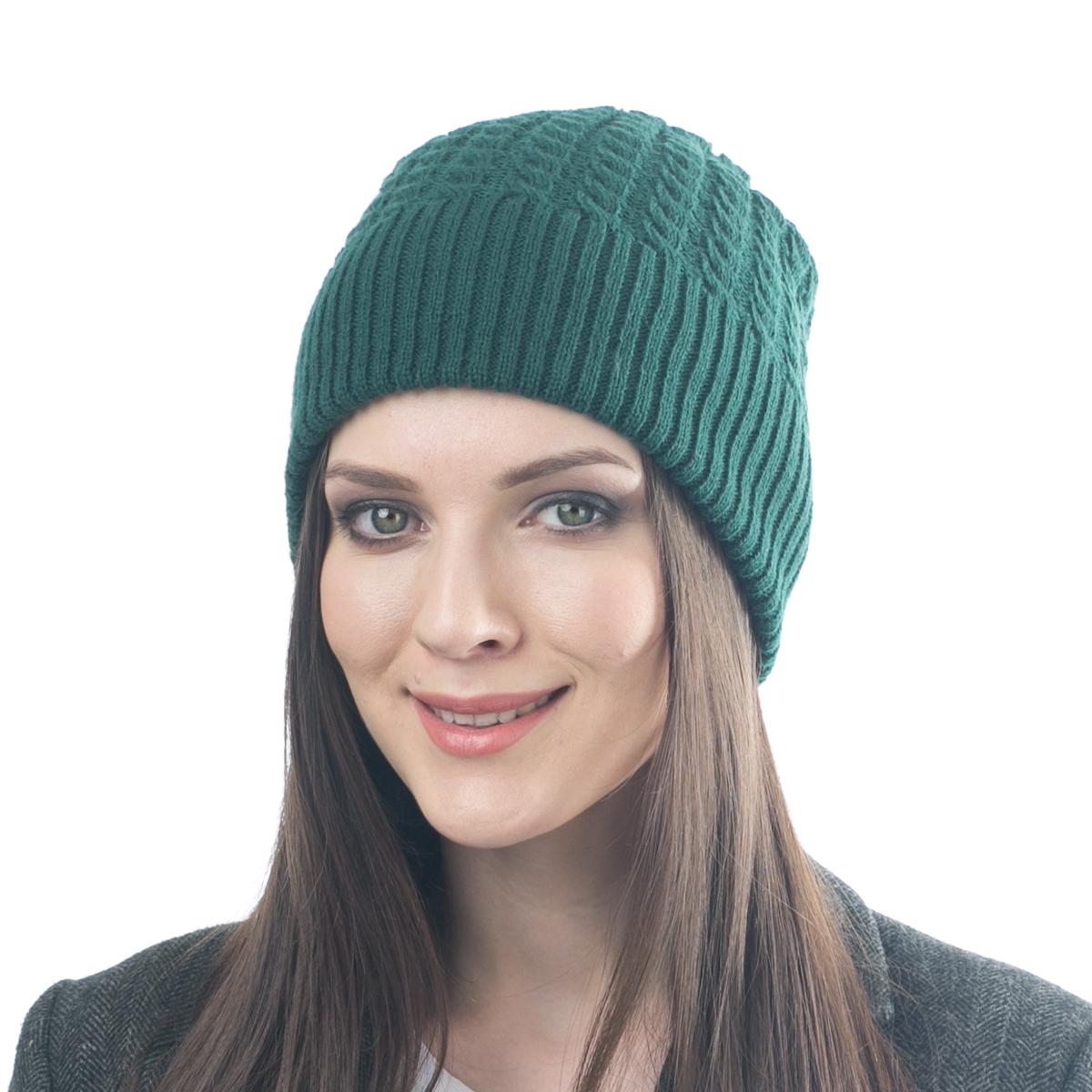 07FJСтильная двусторонняя шапка Flioraj выполнена из шерсти с добавлением вискозы и полиамида. Модель имеет крупную плотную вязку и оформлена оригинальным вязаным рисунком. Уважаемые клиенты! Размер, доступный для заказа, является обхватом головы.