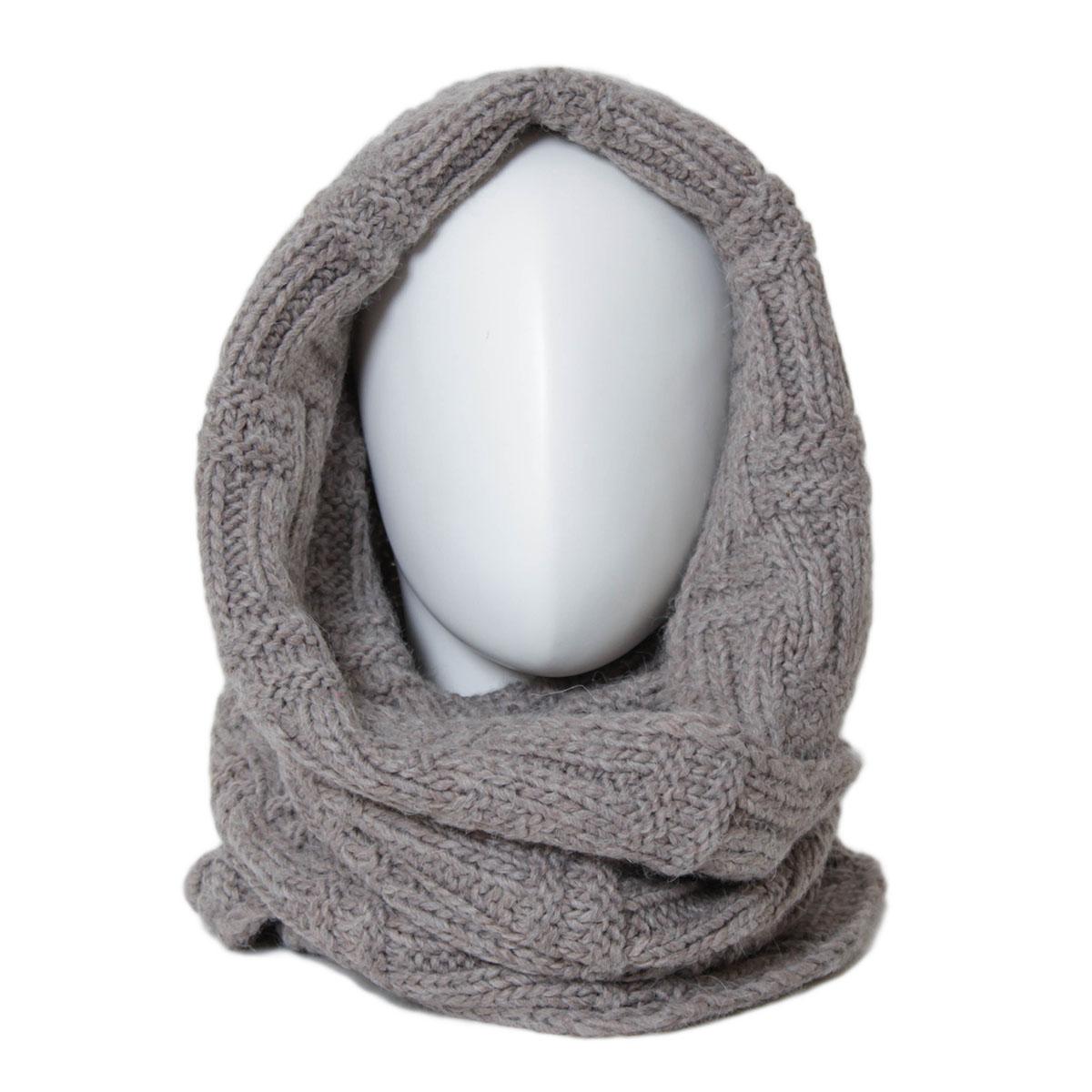 302FJСнуд-хомут от Flioraj выполнен из комбинации альпаки, шерсти, вискозы и полиакрила, оформлен крупной узорной вязкой. Модель носится мягкой восьмеркой, элегантно небрежным кольцом или накидкой на голову.