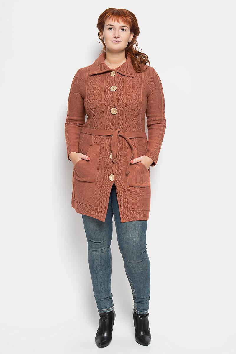 Кардиган732Удлиненный женский кардиган Milana Style выполнен из пряжи на основе шерсти и акрила, благодаря чему великолепно сохраняет тепло, позволяет коже дышать и обладает высокой гигроскопичностью. Свободная модель с длинными рукавами и отложным воротником застегивается на крупные пуговицы спереди, она окружит вас уютом и согреет в прохладные дни. Кардиган украшен оригинальным вязаным узором по рукавам и полочкам. Модель дополнена двумя накладными карманами спереди. В комплект входит узкий пояс. Теплый вязаный кардиган - идеальный вариант для создания неотразимого образа. Такая модель будет дарить вам комфорт в течение всего дня и послужит замечательным дополнением к вашему гардеробу.