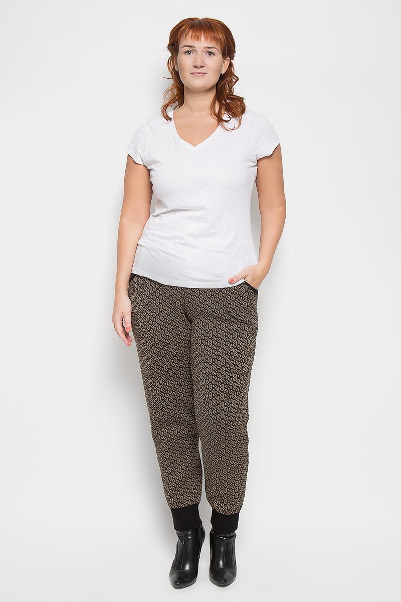 Брюки944Стильные женские брюки Milana Style - это изделие высочайшего качества, которое превосходно сидит и подчеркнет все достоинства вашей фигуры. Прямые брюки стандартной посадки выполнены из шерсти и акрила, что обеспечивает комфорт и удобство при носке. Брюки дополнены двумя втачными карманами спереди и имеют широкую эластичную резинку на поясе. Брючины дополнены манжетами по низу. Изделие украшено контрастным цветочным принтом. Эти модные и комфортные брюки послужат отличным дополнением к вашему гардеробу и помогут создать неповторимый современный образ.