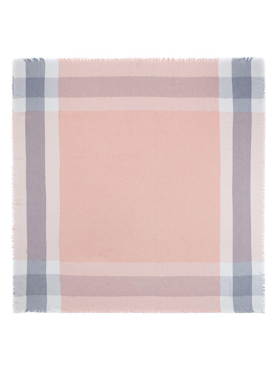 ПлатокSC60-2923Женский платок Eleganzza, изготовленный из сои с добавлением шерсти, мягкий и приятный на ощупь. Изделие оформлено оригинальным принтом. Края модели оформлены бахромой.
