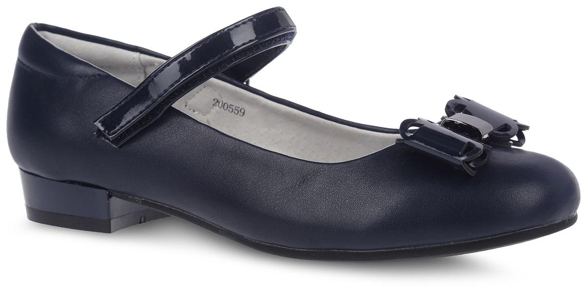 200559Прелестные туфли от фирмы Mursu понравятся вашей юной моднице с первого взгляда. Модель выполнена из искусственной кожи, внутренняя поверхность - из натуральной кожи, что гарантирует комфорт и уют. Лаковый ремешок на застежке-липучке надежно зафиксирует изделие на ноге. Мыс декорирован ажурным бантом с металлическим элементом. Стелька из ЭВА материала с верхней поверхностью из натуральной кожи дополнена супинатором, который обеспечивает правильное положение ноги ребенка при ходьбе, предотвращает плоскостопие. Подошва, выполненная из ТЭП-материала, оснащена рифлением для лучшего сцепления с различными поверхностями. Стильные и удобные туфли - незаменимая вещь в гардеробе каждой школьницы.