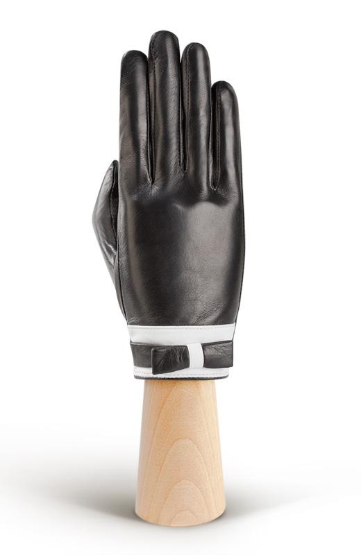 Перчатки жен. IS288IS288Элегантные перчатки от ELEGANZZA идеально подойдут для создания завершенного стильного образа. Перчатки производства Китай выполнены из кожи ягнёнка черного цвета. Качественная выделка кожи делает перчатки ELEGANZZA не только красивыми, но и долговечными. Отделка - натуральная кожа белого цвета, бант на лицевой стороне перчатки. Подкладка: шелк. Разрез на внутренней ладонной стороне (2 см.) с кнопкой, обтянутой кожей. Длина манжеты от нижней точки большого пальца до края перчаток - 2 см. Пальцы средние.