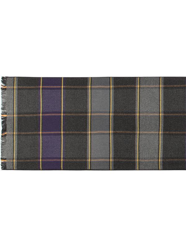 ШарфLJG34-366Мужской шарф Labbra, изготовленный из шелка и вискозы, мягкий и приятный на ощупь. Изделие оформлено оригинальным принтом. По короткому краю модель оформлена бахромой.