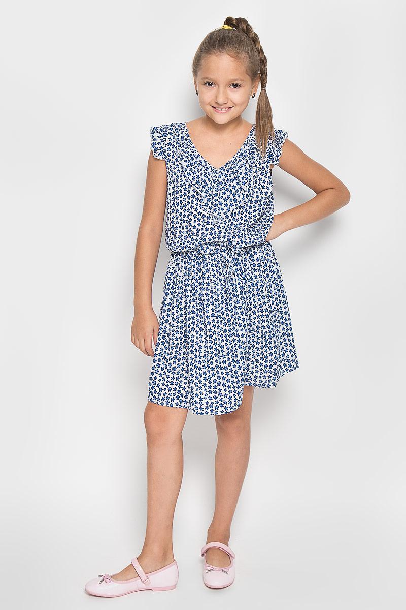 ПлатьеKS16-71012JЛегкое и красивое платье для девочки Finn Flare Kids станет отличным дополнением к гардеробу маленькой модницы. Изготовленное из высококачественной вискозы, оно мягкое и приятное на ощупь, не сковывает движения и хорошо пропускает воздух. Платье с V-образным вырезом горловины дополнено стильным струящимся кантиком. На модели завязывается пояс, а на талии платье удерживается с помощью вшитой резинки. Изделие оформлено ярким цветочным принтом. В таком платье маленькая принцесса всегда будет в центре внимания!