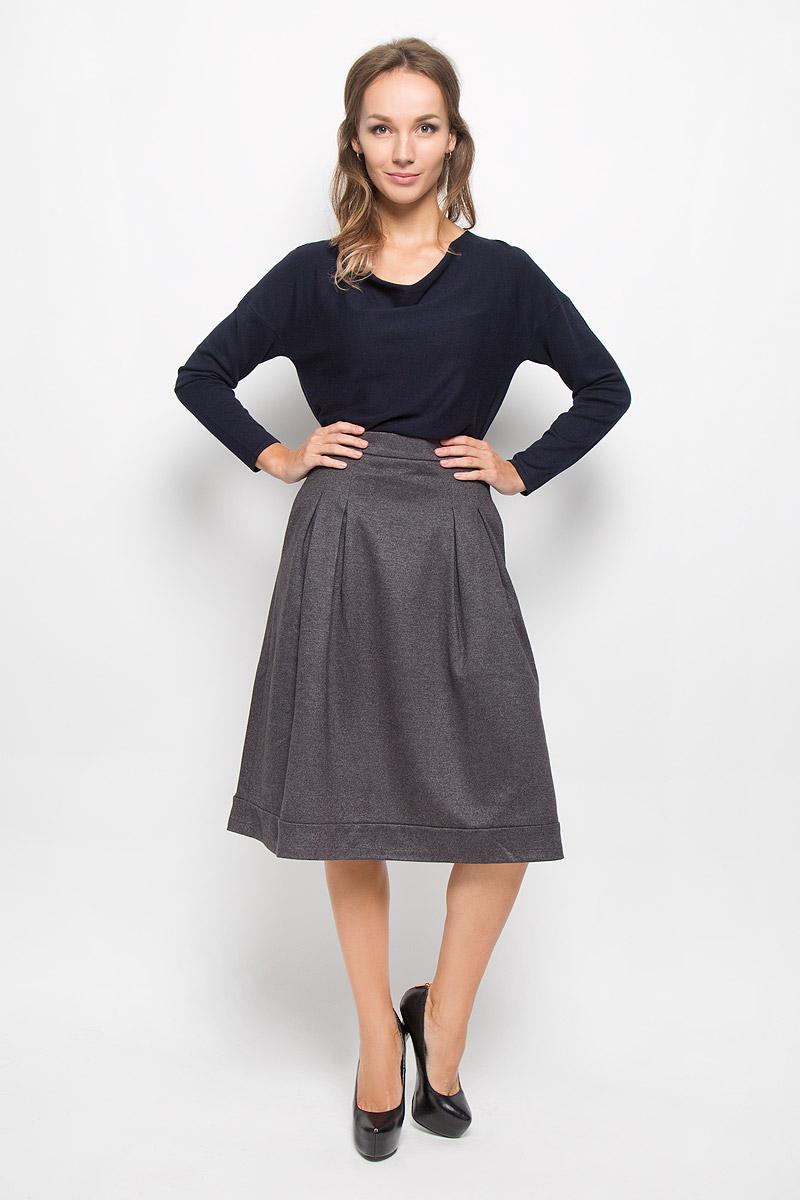 B476522Эффектная юбка Baon, выполненная из полиэстера и шерсти, обеспечит вам комфорт и удобство при носке. Изделие дополнено тонкой подкладкой из полиэстера. Юбка средней длины застегивается сзади на металлическую застежку-молнию. Модель спереди дополнена крупными складками. В боковых швах обработаны втачные карманы. Такая юбка-миди выгодно освежит и разнообразит ваш гардероб. Создайте женственный образ и подчеркните свою яркую индивидуальность!