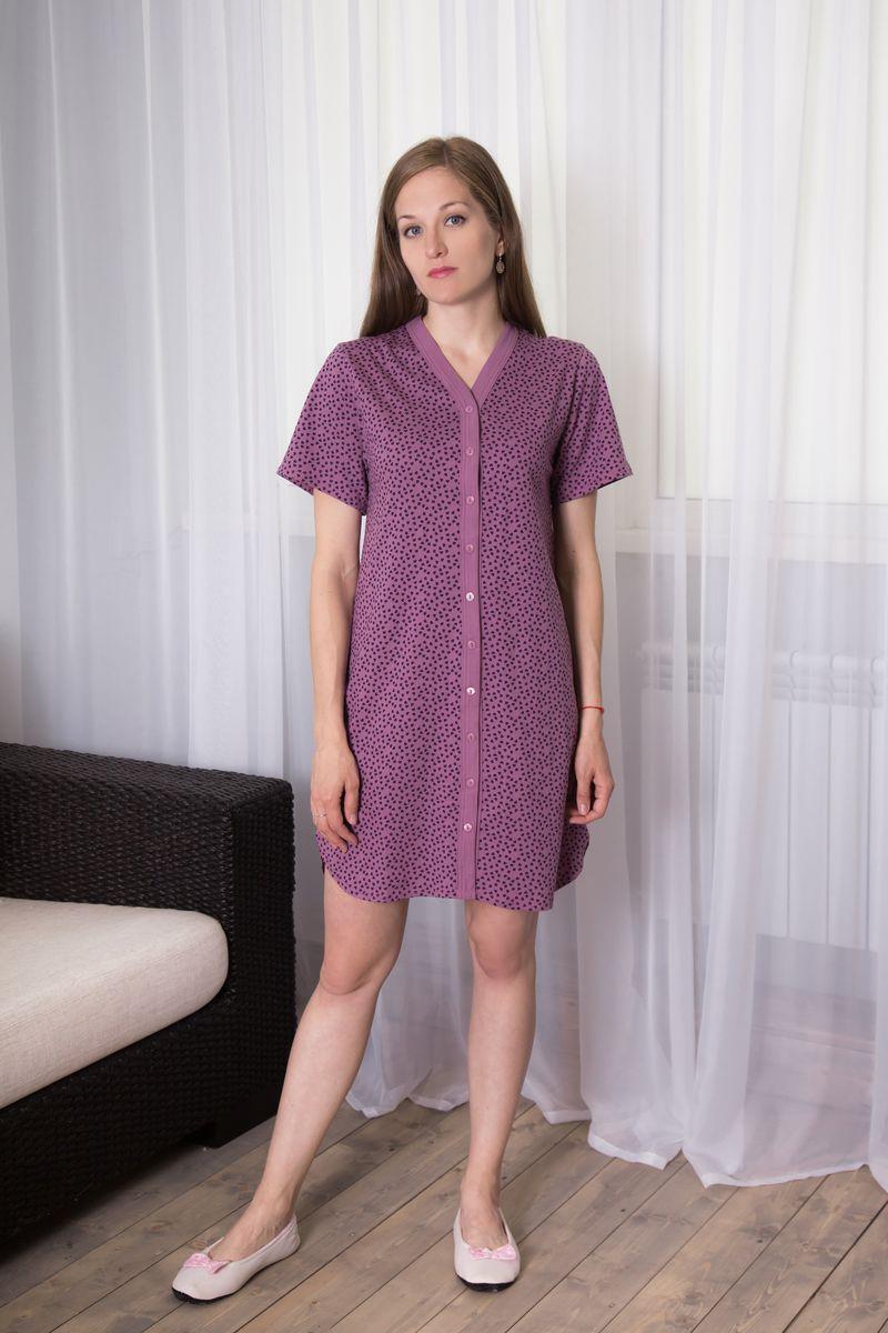 Халат7117110107Женский халат Violett выполнен из натурального хлопка. Халат с V-образным вырезом горловины и короткими рукавами застегивается на пуговицы по всей длине. Модель оформлена принтом в виде сердечек.