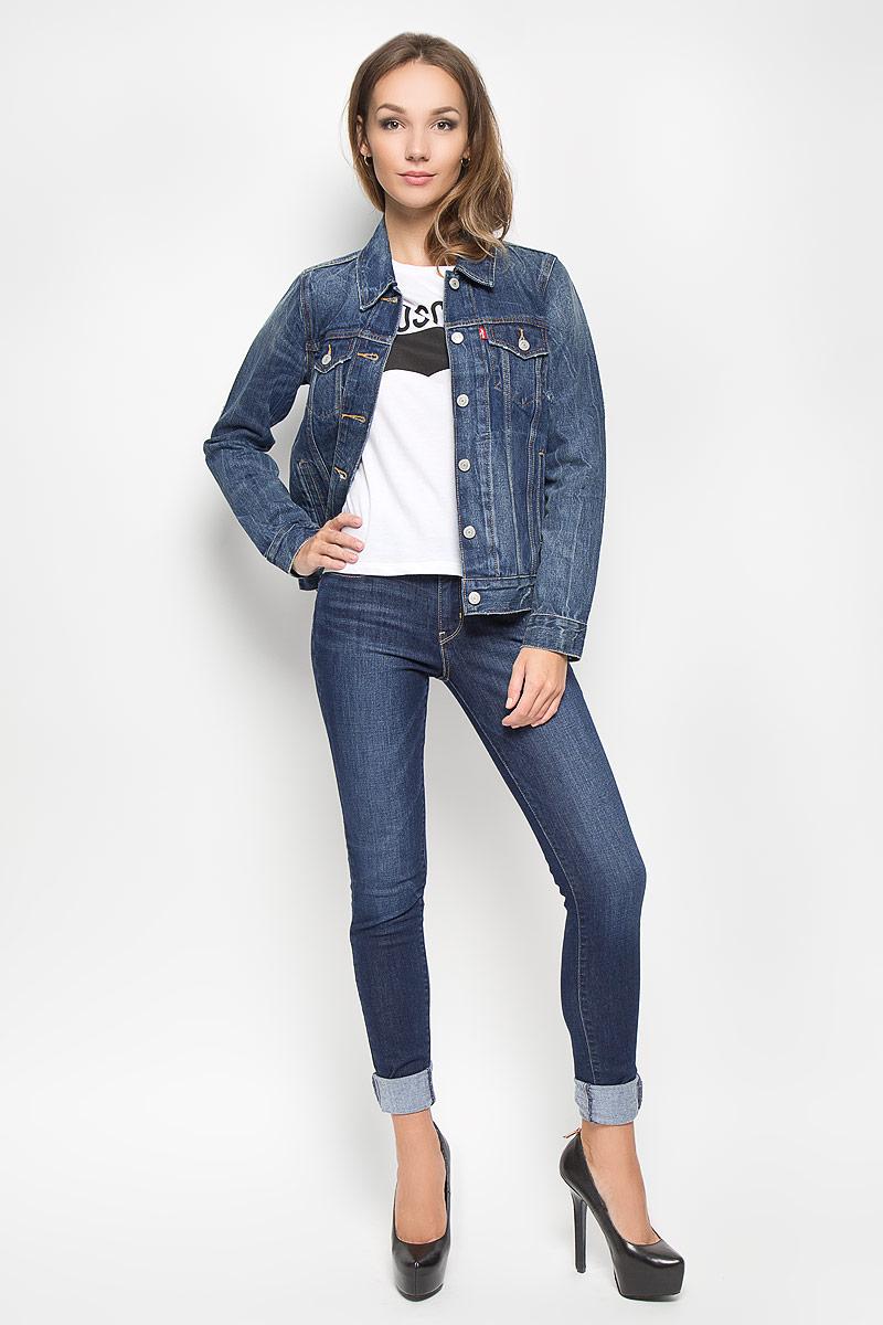 Куртка джинсоваяженская. 15750002201575000220Стильная джинсовая куртка Levis®, выполненная из натурального хлопка, отличный вариант для прохладной погоды. Модель с отложным воротником и длинными рукавами застегивается на металлические пуговицы по всей длине. Спереди изделие оформлено двумя прорезными карманами с клапанами на пуговицах и двумя открытыми прорезными карманами. Рукава понизу дополнены манжетами, застегивающимися на пуговицы. Объем низа изделия регулируется при помощи хлястиков с пуговицами. Эта куртка - практичная вещь, которая, несомненно, впишется в ваш гардероб, в ней вы будете чувствовать себя уютно и комфортно.