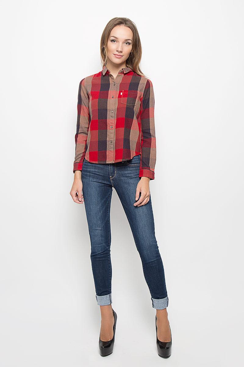 Рубашка2275100060Стильная женская рубашка Levis®, выполненная из натурального хлопка с добавлением шерсти, прекрасно подойдет для повседневной носки. Материал очень мягкий и приятный на ощупь, не сковывает движения и позволяет коже дышать. Рубашка с отложным воротником и длинными рукавами застегивается на пуговицы по всей длине. Низ рукавов обработан манжетами на пуговицах. Спереди модель дополнена накладным карманом. Изделие оформлено принтом в клетку. Такая рубашка будет дарить вам комфорт в течение всего дня и станет модным дополнением к вашему гардеробу.