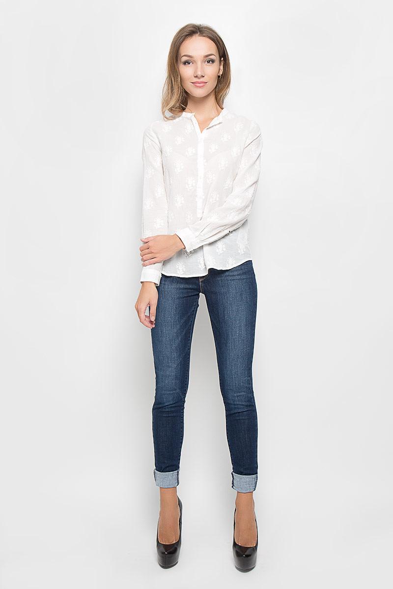 Блузка2664800000Стильная блузка Levis®, выполненная из натурального хлопка, подчеркнет вашу индивидуальность. Материал изделия легкий, тактильно приятный, не стесняет движений, обеспечивая комфорт. Блузка с круглым вырезом горловины и длинными рукавами застегивается спереди на пуговицы. Рукава дополнены манжетами с пуговицами. Оформлена модель вышитыми цветами по всей поверхности. Такая блузка станет стильным дополнением к вашему образу!