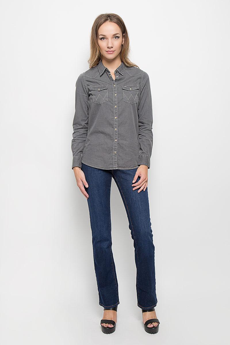 ДжинсыW242P137BКлассический женский стиль Wrangler bootcut (небольшой клеш) с комфортной высокой посадкой. Стильные женские джинсы Wrangler Tina высочайшего качества, созданы специально для того, чтобы подчеркивать достоинства вашей фигуры. Модель прямого покроя слегка расклешена к низу и с комфортной посадкой, оформлена декоративными прострочками. Застегиваются джинсы на пуговицу и ширинку на застежке-молнии, имеются шлевки для ремня. Спереди модель оформлена двумя втачными карманами и одним небольшим секретным кармашком, а сзади - двумя накладными карманами.