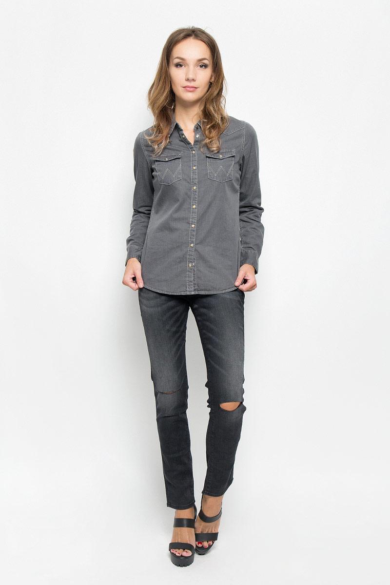ДжинсыW27MCK81GСтильные женские джинсы Wrangler Boyfriend станут отличным дополнением к вашему гардеробу. Изготовленные из высококачественного комбинированного материала, они мягкие и приятные на ощупь, не сковывают движения и позволяют коже дышать. Джинсы-слим по поясу застегиваются на металлическую пуговицу и имеют ширинку на застежке-молнии, а также шлевки для ремня. Модель имеет классический пятикарманный крой: спереди - два втачных кармана и один маленький накладной, а сзади - два накладных кармана. Изделие оформлено потертостями и разрезами на уровне колена. Современный дизайн и расцветка делают эти джинсы модным предметом одежды. Это идеальный вариант для тех, кто хочет заявить о себе и своей индивидуальности и отразить в имидже собственное мировоззрение.