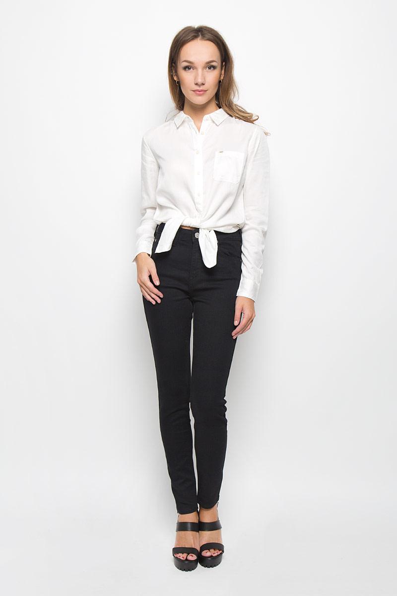 ДжинсыL308GY47Стильные женские джинсы Lee Skyler - это джинсы высочайшего качества, которые прекрасно сидят. Они выполнены из высококачественного эластичного хлопка с добавлением полиэстера и вискозы, что обеспечивает комфорт и удобство при носке. Модные джинсы скинни станут отличным дополнением к вашему современному образу. Джинсы застегиваются на пуговицу в поясе и ширинку на застежке-молнии, имеют шлевки для ремня. Джинсы имеют классический пятикарманный крой: спереди модель оформлена двумя втачными карманами и одним маленьким накладным кармашком, а сзади - двумя накладными карманами. Эти модные и в то же время комфортные джинсы послужат отличным дополнением к вашему гардеробу.