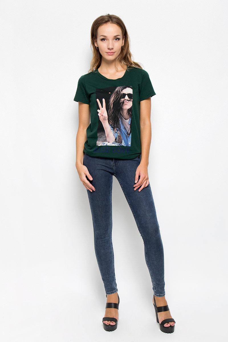 ДжинсыL529SWLOСтильные женские джинсы Lee Jodee станут отличным дополнением к вашему гардеробу. Изготовленные из высококачественного комбинированного материала, они мягкие и приятные на ощупь, не сковывают движения и позволяют коже дышать. Джинсы-скинни по поясу застегиваются на металлическую пуговицу и имеют ширинку на застежке-молнии, а также шлевки для ремня. Модель имеет классический пятикарманный крой: спереди - два втачных кармана и один маленький накладной, а сзади - два накладных кармана. Изделие оформлено потертостями. Современный дизайн и расцветка делают эти джинсы модным предметом одежды. Это идеальный вариант для тех, кто хочет заявить о себе и своей индивидуальности и отразить в имидже собственное мировоззрение.