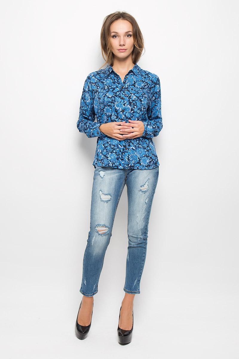 БлузкаB-112/1056-6393Женская блузка Sela Casual, выполненная из мягкой вискозы, идеально подойдет для повседневной носки. Материал изделия приятный на ощупь, не стесняет движений и хорошо пропускает воздух, обеспечивая комфорт. Модель с отложным воротником и длинными рукавами со спущенной линией плеча застегивается на пуговицы. Манжеты также имеют застежки-пуговицы. Длину рукавов можно регулировать при помощи хлястиков с пуговицами. На груди расположен накладной карман. Блузка оформлена цветочным принтом. Такая блузка подчеркнет ваш вкус и поможет создать современный и стильный образ!