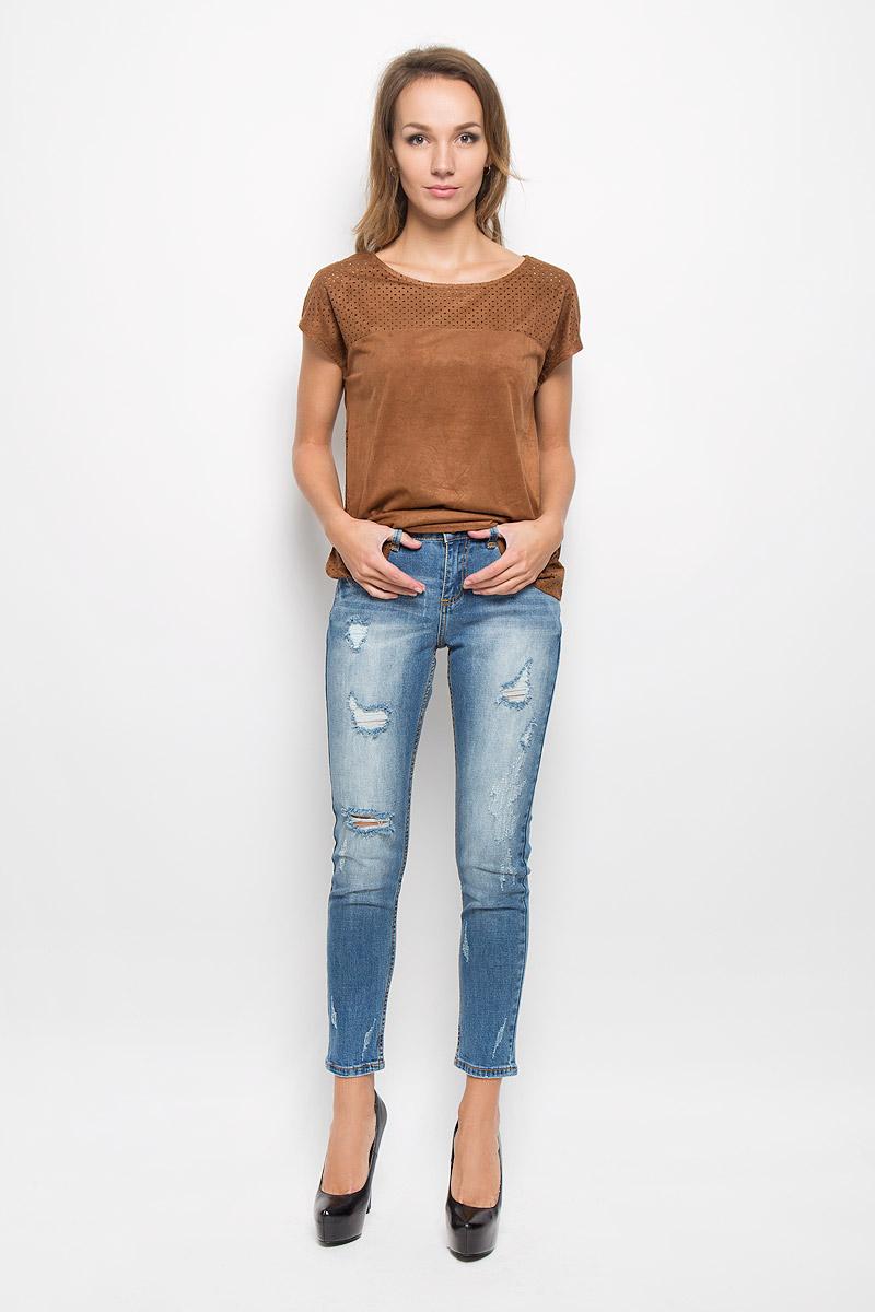 Джинсы женские Denim. PJ-335/583-6322PJ-335/583-6322Модные женские джинсы Sela Denim станут отличным дополнением к вашему гардеробу. Изготовленные из хлопка с добавлением эластана, они приятные на ощупь, не сковывают движения и позволяют коже дышать. Джинсы-бойфренды застегиваются на металлическую пуговицу и имеют ширинку на застежке-молнии. На поясе предусмотрены шлевки для ремня. Модель имеет классический пятикарманный крой: спереди - два втачных кармана и один маленький накладной, а сзади - два накладных кармана. Изделие оформлено эффектом искусственного состаривания денима. Современный дизайн и расцветка делают эти джинсы стильным предметом женской одежды. Это идеальный вариант для тех, кто хочет заявить о себе и своей индивидуальности!