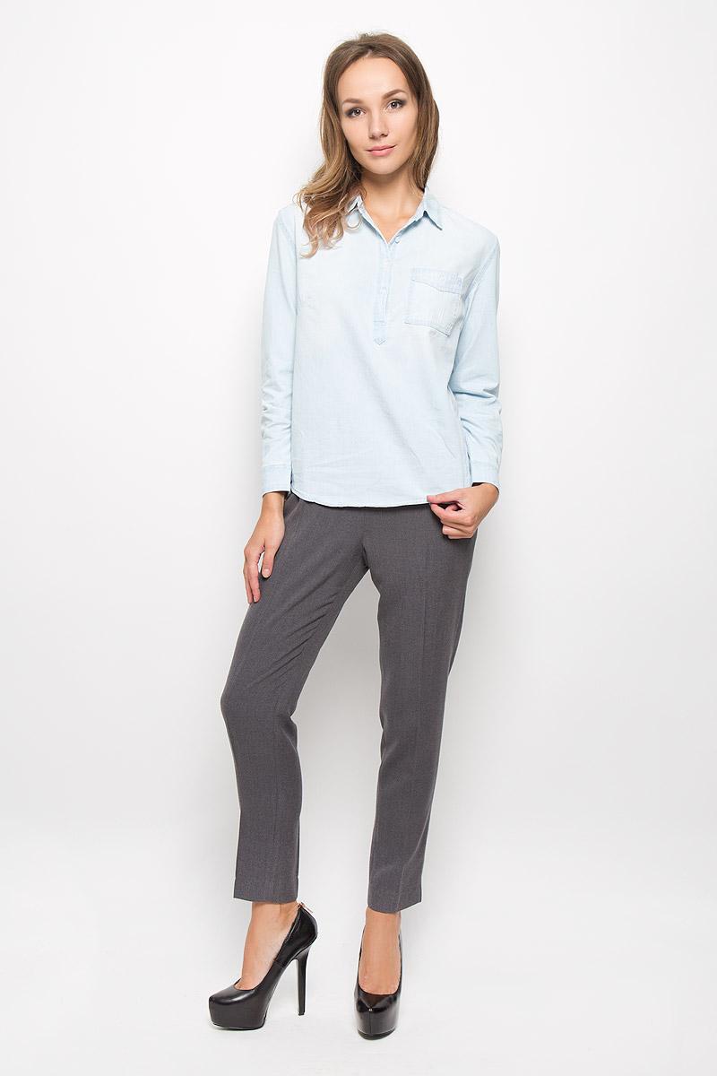 РубашкаBj-332/027-6313Женская рубашка Sela Casual, выполненная из натурального хлопка, идеально подойдет для повседневной носки. Материал изделия приятный на ощупь, не стесняет движений и позволяет коже дышать, обеспечивая комфорт. Рубашка с отложным воротником и длинными рукавами застегивается сверху на пуговицы. На манжетах предусмотрены застежки-пуговицы. На груди расположен накладной карман с застежкой-пуговицей. Такая рубашка подчеркнет ваш вкус и поможет создать современный и стильный образ!
