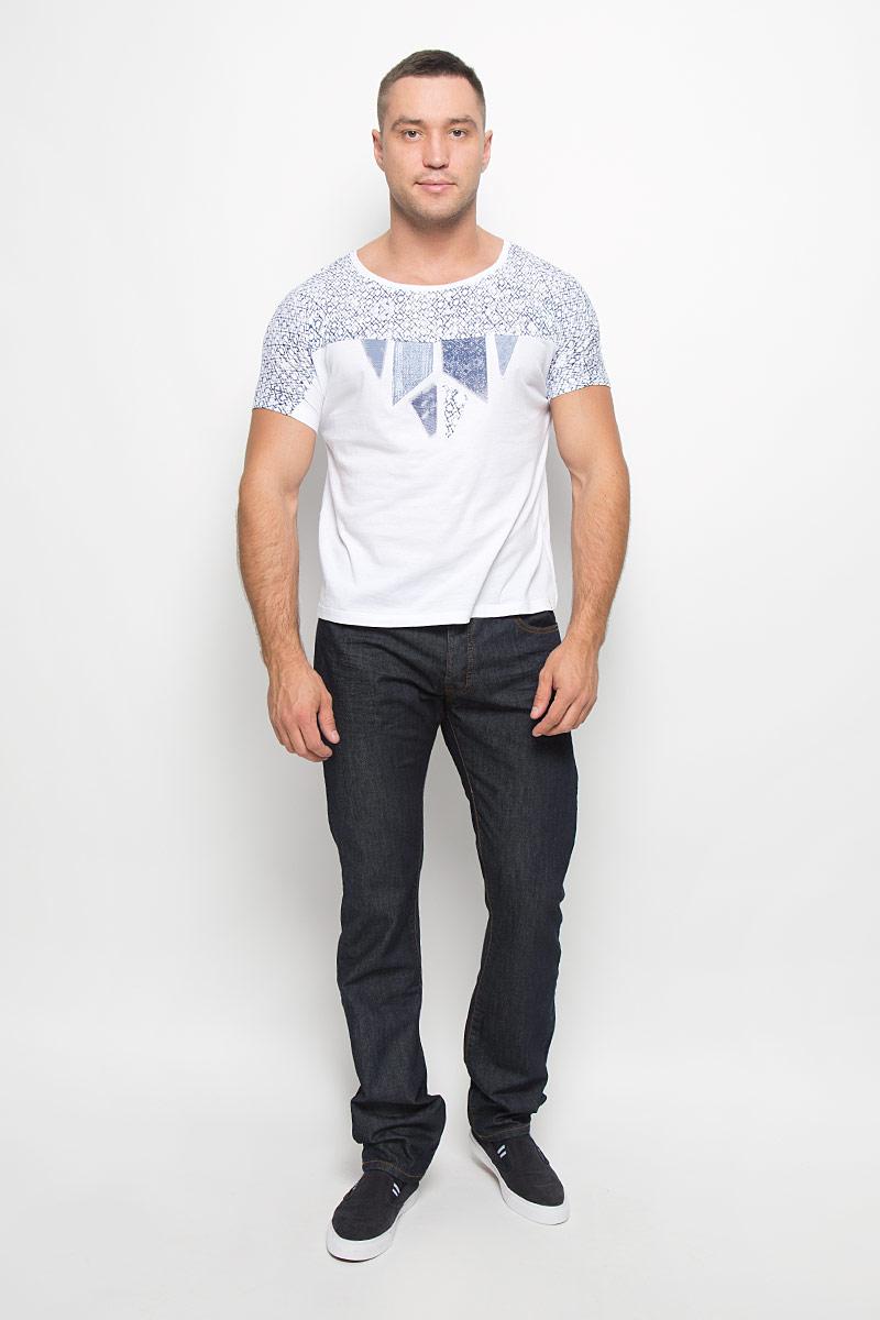 ФутболкаW7316DS12Мужская футболка Wrangler поможет создать отличный современный образ в стиле Casual. Модель, изготовленная из натурального хлопка, очень мягкая, тактильно приятная, не сковывает движения и позволяет коже дышать. Футболка с круглым вырезом горловины и короткими цельнокроеными рукавами оформлена оригинальным принтом. Такая футболка станет стильным дополнением к вашему гардеробу, она подарит вам комфорт в течение всего дня!